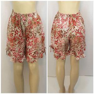 Pants - Floral Ruffled Hem Flirty Shorts, size Small